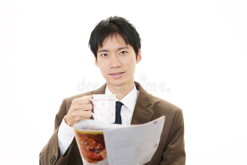 Homme d'affaires asiatique de sourire photos stock