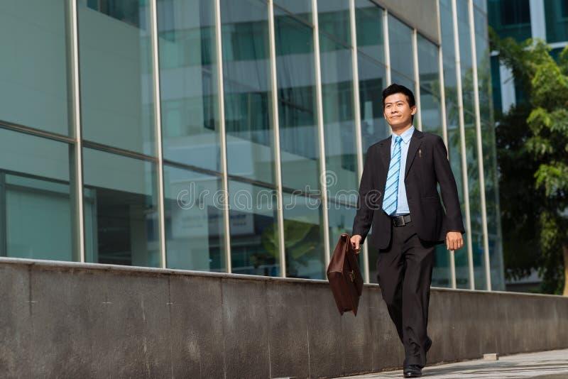 Homme d'affaires asiatique heureux photo libre de droits