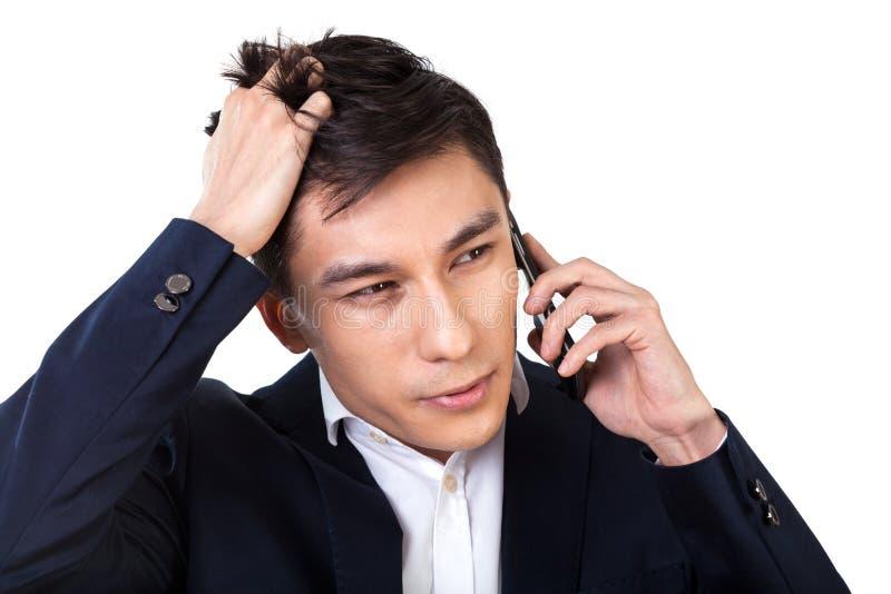 Homme d'affaires asiatique résolvant des problèmes photo stock