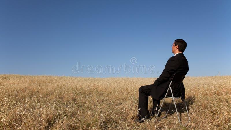 Homme d'affaires attendant à la zone image stock