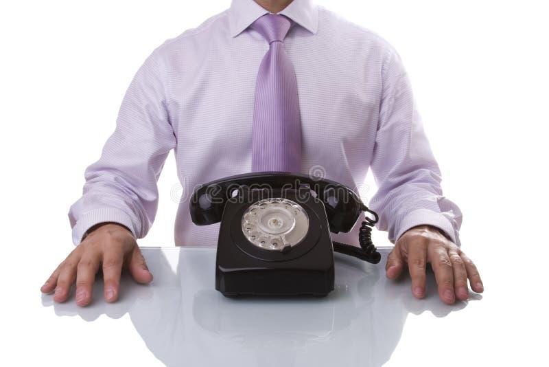 Homme d'affaires attendant un appel photographie stock