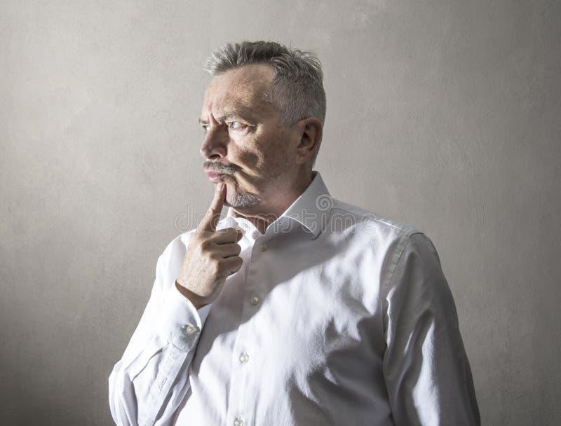 Homme d'affaires avec l'expression r?fl?chie images libres de droits