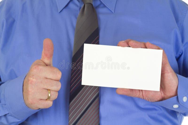 Homme d'affaires avec la carte blanche vierge image stock
