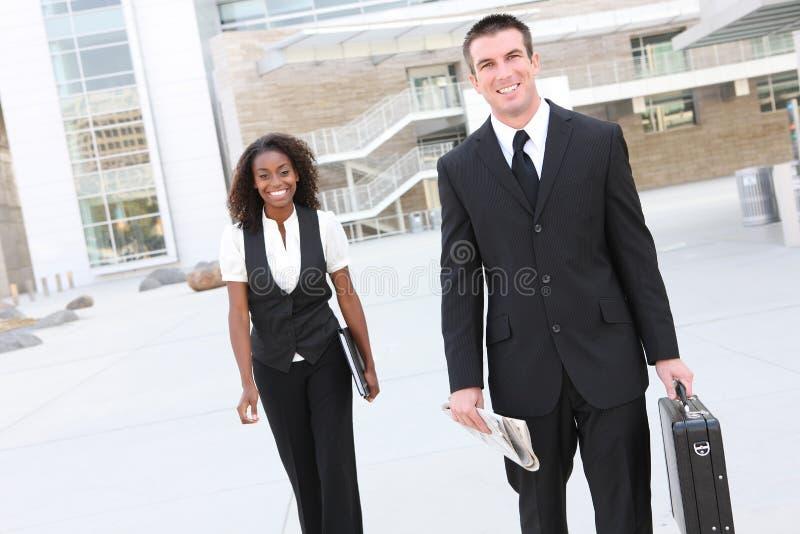 Homme d'affaires avec la collègue de femme photo stock