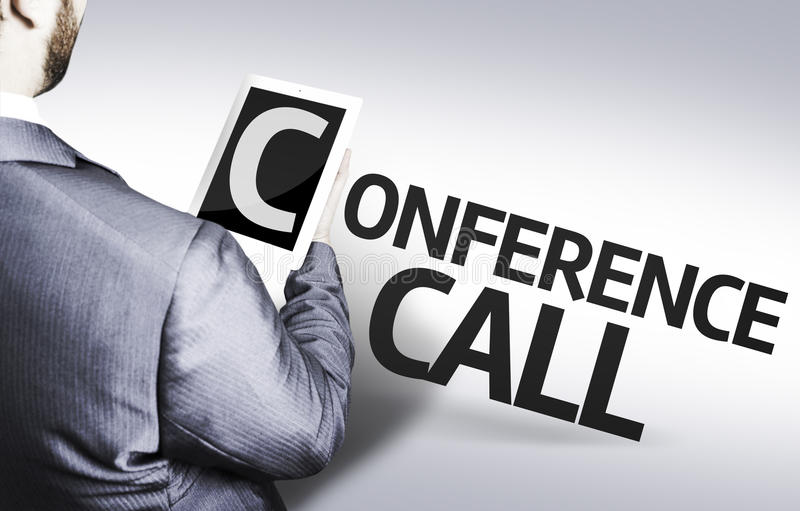 Homme d'affaires avec la conférence téléphonique des textes dans une image de concept photographie stock libre de droits