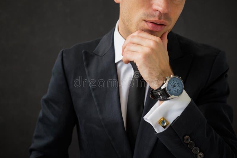 Homme d'affaires avec la montre-bracelet de fantaisie images libres de droits