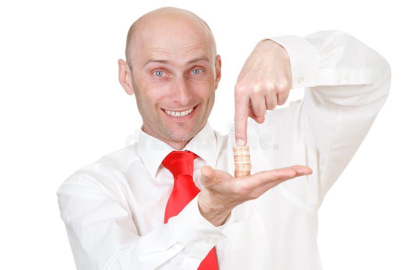 Homme d'affaires avec la pile des pièces de monnaie images stock