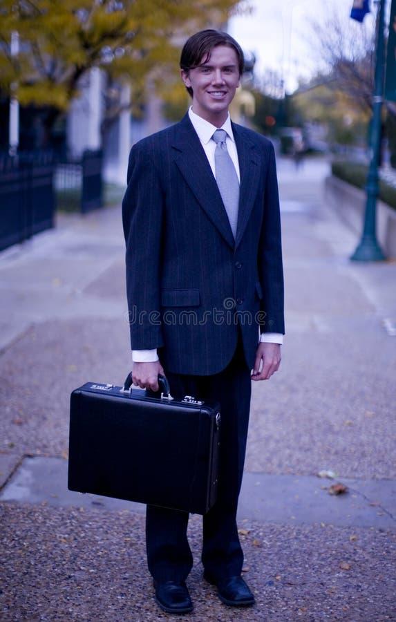 Homme d'affaires avec la serviette