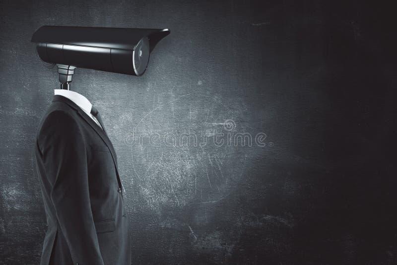 Homme d'affaires avec la tête d'appareil-photo de télévision en circuit fermé photo stock