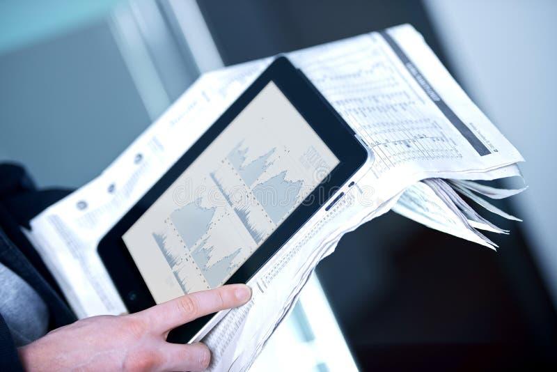 Homme d'affaires avec la tablette photo libre de droits