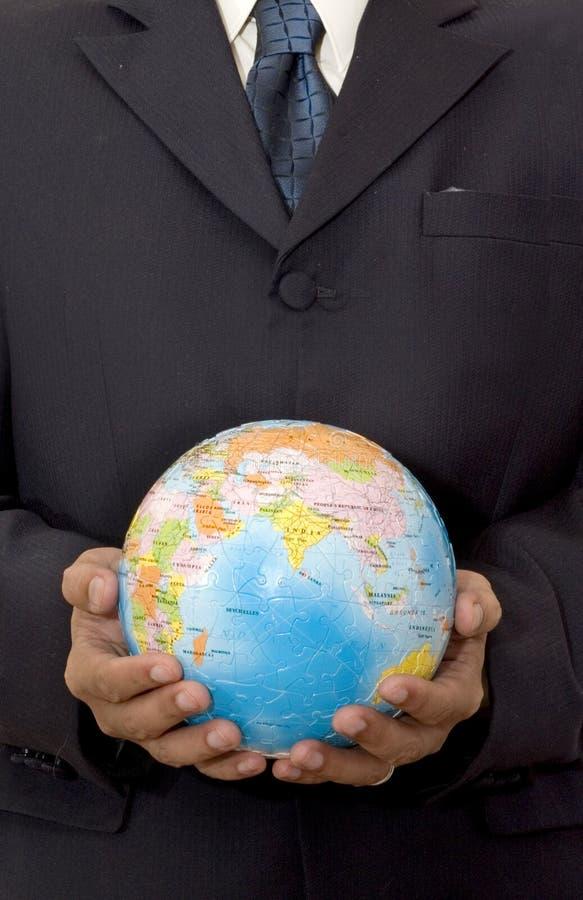 Homme d'affaires avec le globe photos stock