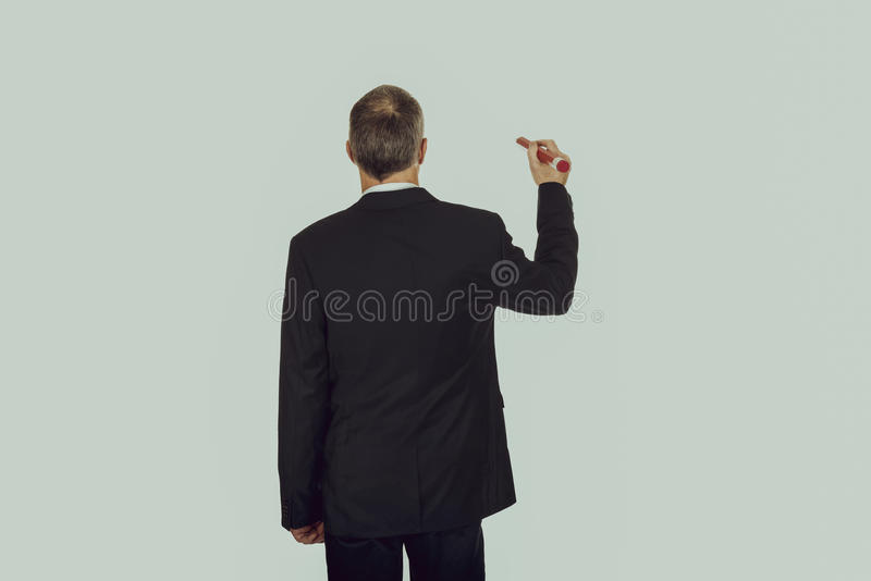Homme d'affaires avec le grand crayon rouge images stock
