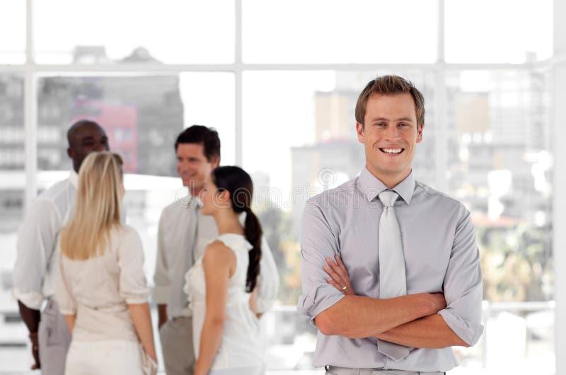 Homme d'affaires avec le groupe d'associés images stock