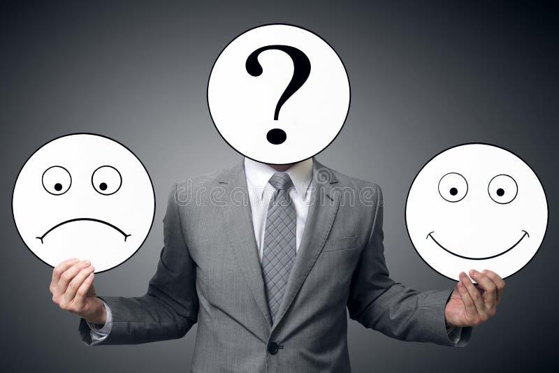 Homme d'affaires avec le masque de différentes émotions Sourire de participation d'homme d'affaires et masque triste Image concep image libre de droits