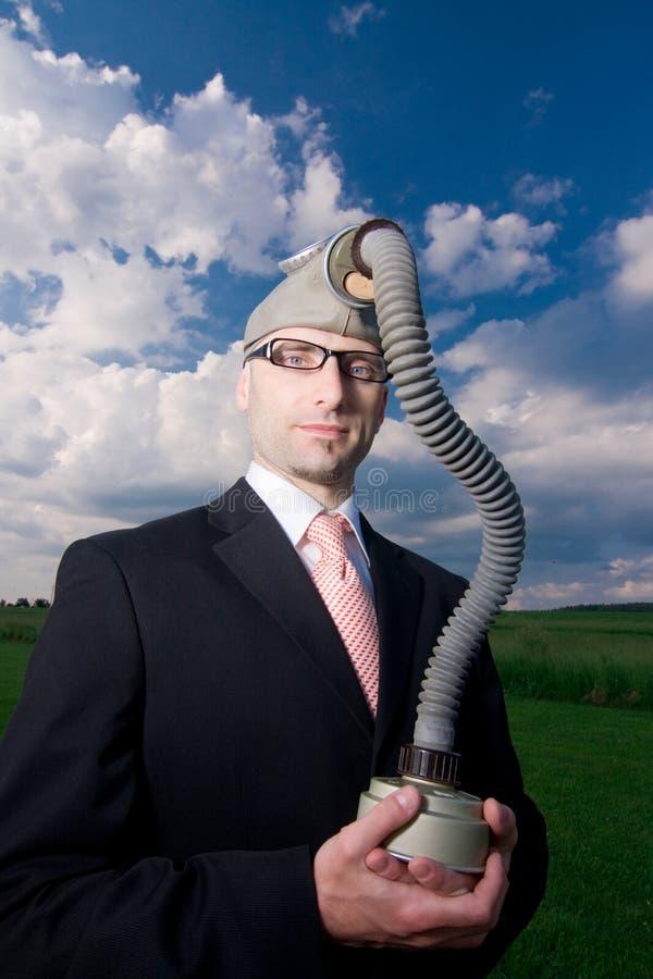 Homme d'affaires avec le masque de gaz photographie stock
