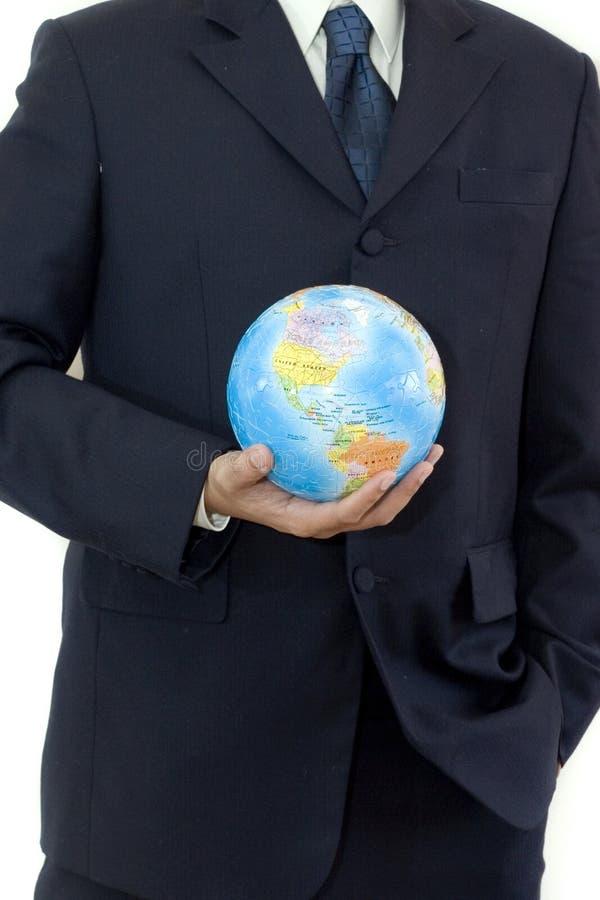 Homme d'affaires avec le puzzle du globe 3D photographie stock