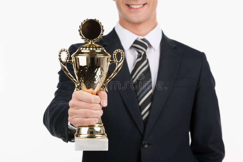 Homme d'affaires avec le trophée. photo stock