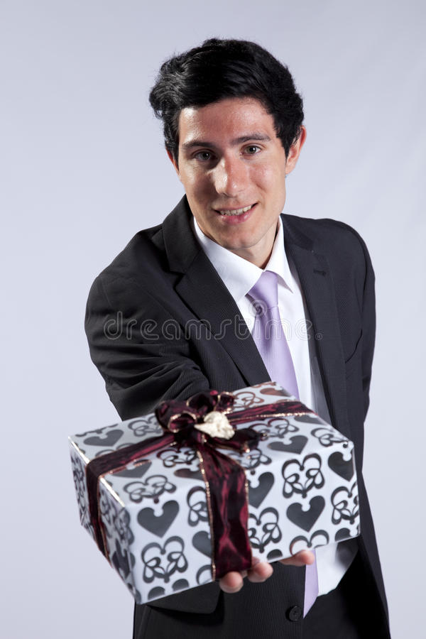 Homme d'affaires avec un module de cadeau photos libres de droits