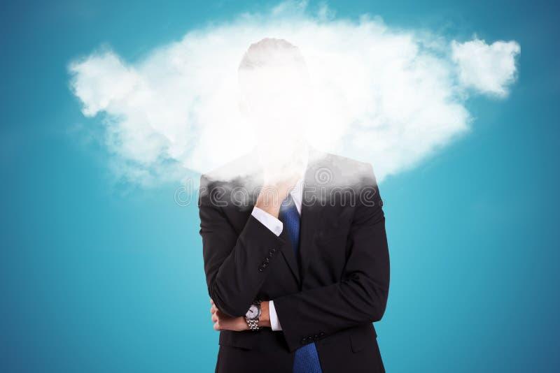 Homme d'affaires avec un nuage au-dessus de son visage photos stock