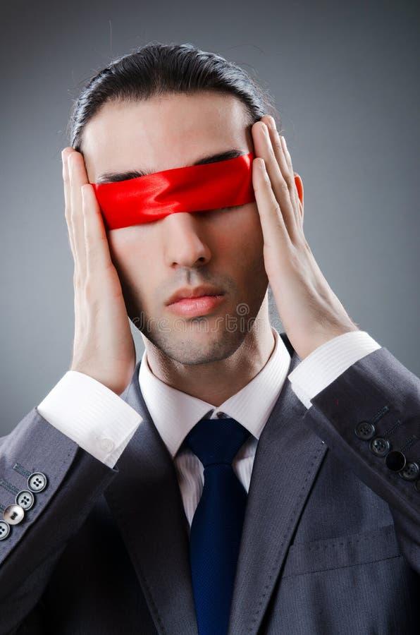 Homme d'affaires aveuglé par la bande photos libres de droits