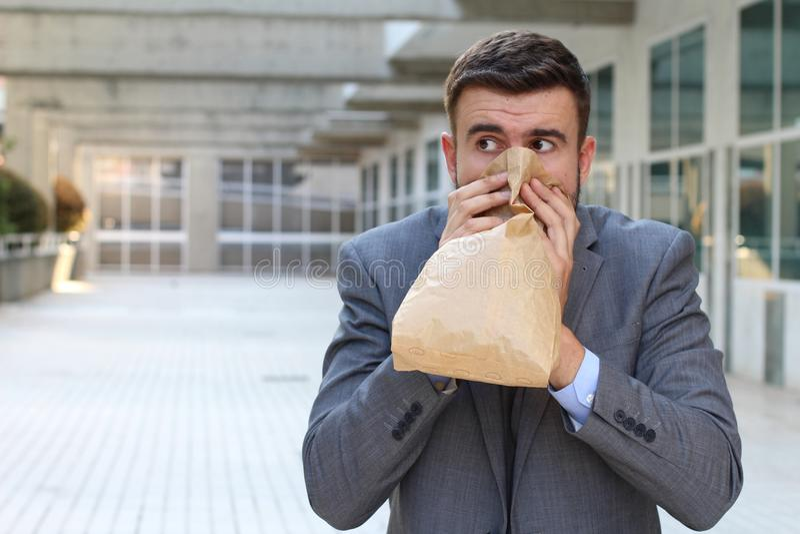 Homme d'affaires ayant une attaque de panique photographie stock