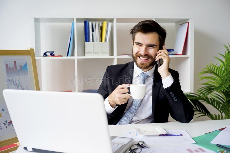Homme d'affaires ayant une pause-café images stock
