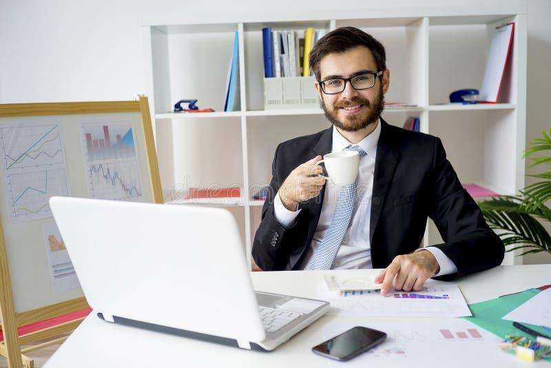 Homme d'affaires ayant une pause-café images libres de droits