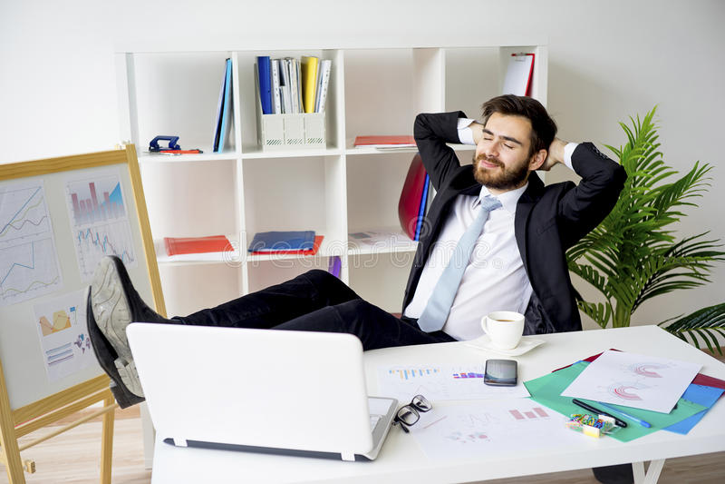 Homme d'affaires ayant une pause-café image libre de droits