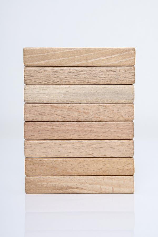 Homme d'affaires, bâtiment, concept de marque avec les blocs en bois images stock