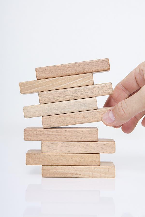 Homme d'affaires, bâtiment, concept de marque avec les blocs en bois photos libres de droits