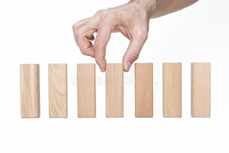 Homme d'affaires, bâtiment, concept de marque avec les blocs en bois photo stock