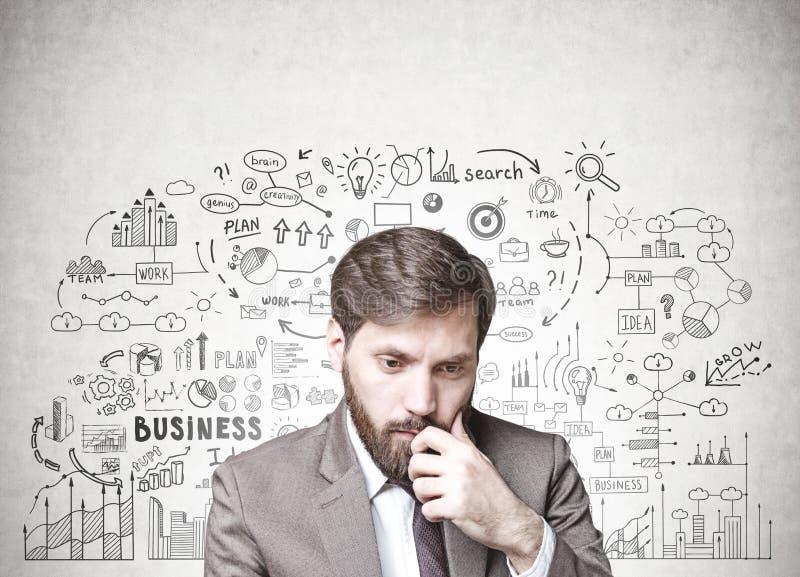 Homme d'affaires barbu dans le doute, plan d'action photos stock