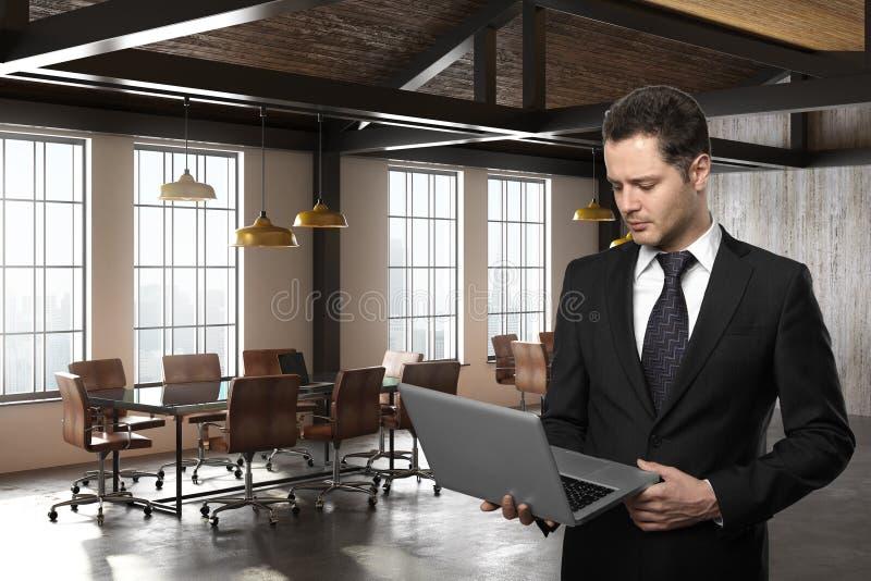 Homme d'affaires bel utilisant l'ordinateur portable dans le lieu de réunion illustration de vecteur