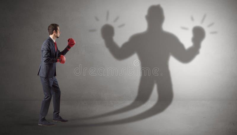 Homme d'affaires combattant avec son ombre sans armes images libres de droits