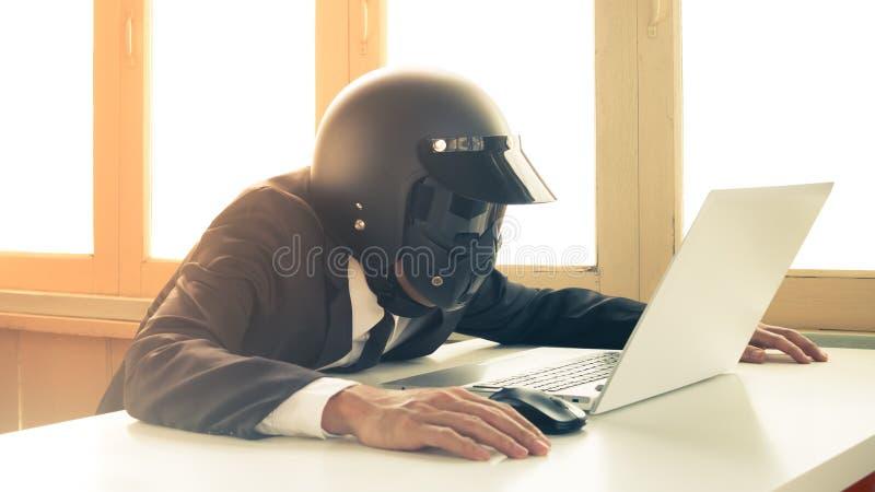 Homme d'affaires Concept Searching d'intelligence artificielle du cru AI ou problème de système de balayage 2 photos libres de droits