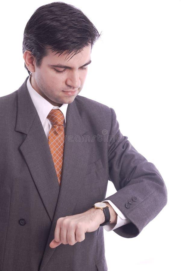 Homme d'affaires contrôlant sa montre-bracelet images libres de droits