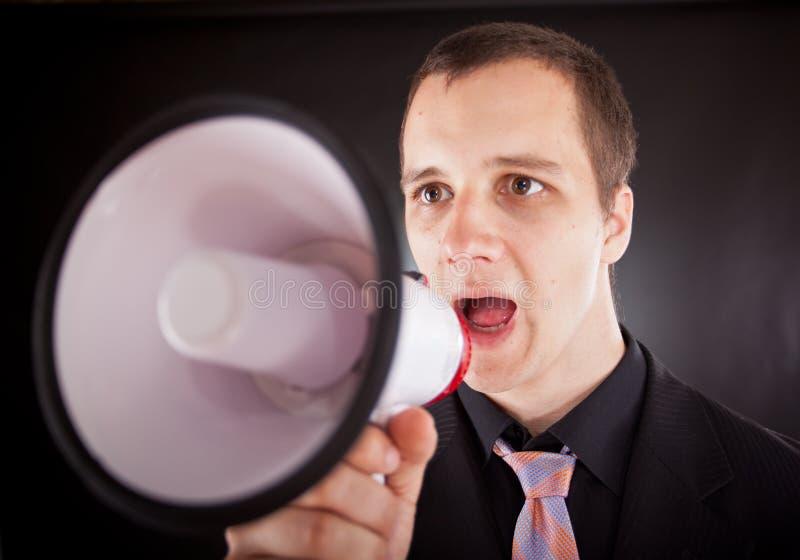 Homme d'affaires criant par le mégaphone images libres de droits