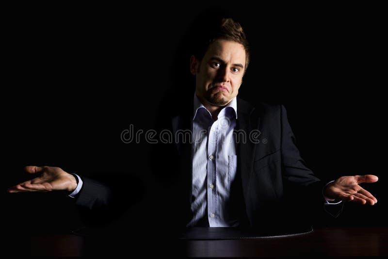 Homme d'affaires décousu au bureau. image libre de droits