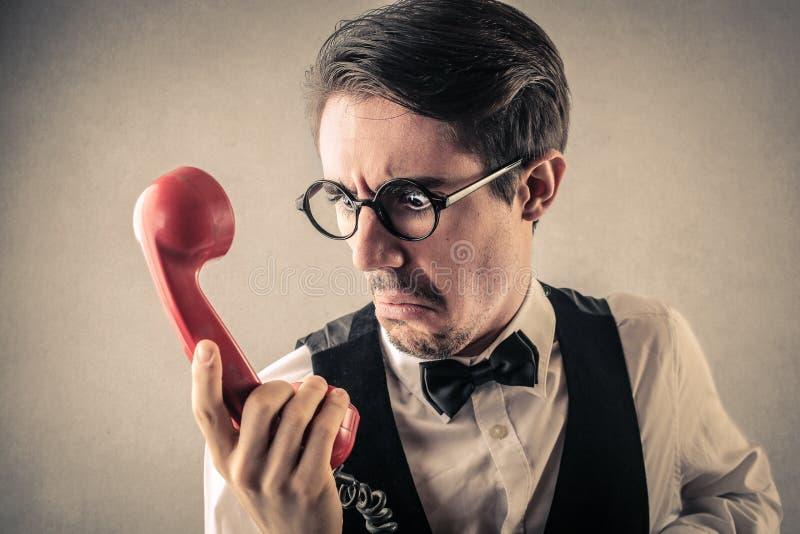 Homme d'affaires dégoûté au téléphone photos stock