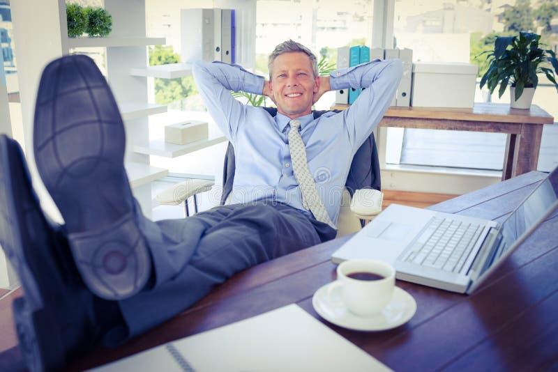 Download Homme D'affaires Détendant Dans Une Chaise Pivotante Image stock - Image du caucasien, businessman: 56482653