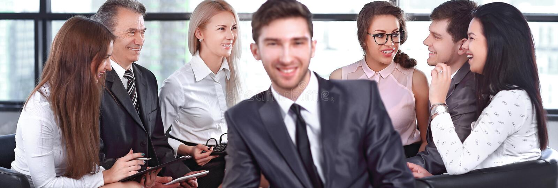 Homme d'affaires dans la perspective des employ?s professionnels photo stock