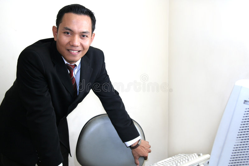 Homme d'affaires dans le bureau photos stock