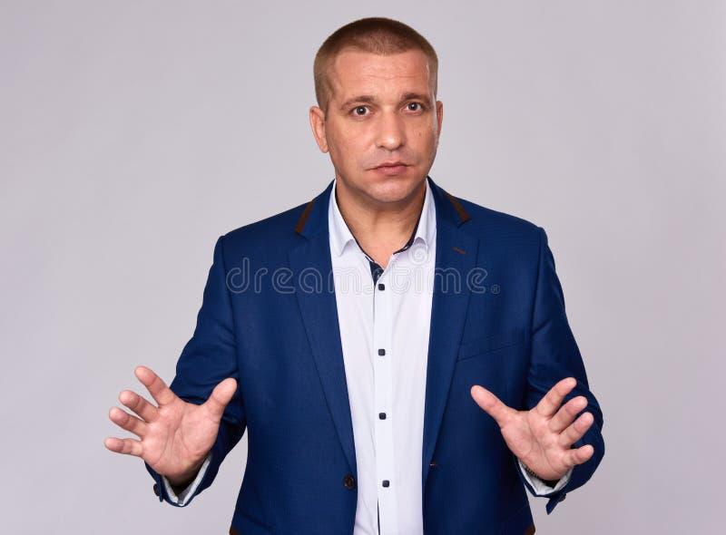 Homme d'affaires dans le costume bleu photo libre de droits