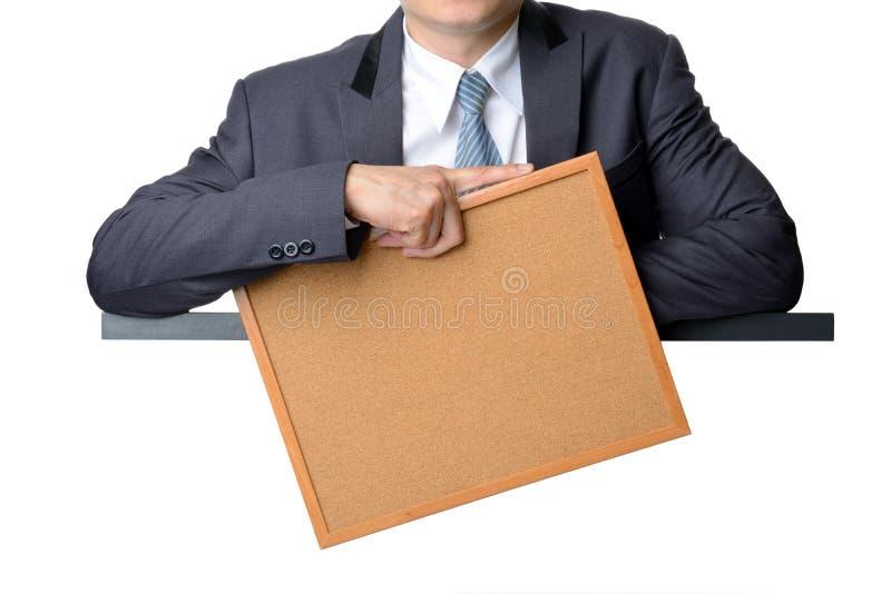 Homme d'affaires dans le costume tenant le panneau vide de note photos libres de droits