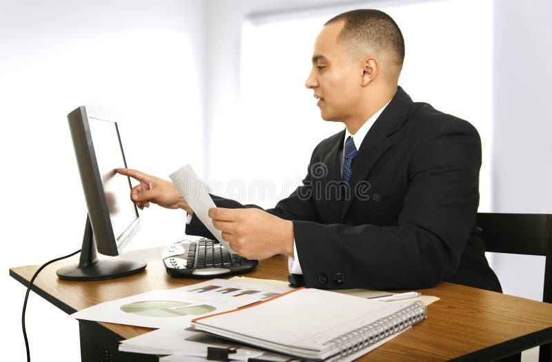 Homme d'affaires dans son bureau photo libre de droits