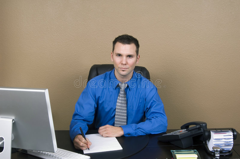 Homme d'affaires dans son bureau photo libre de droits