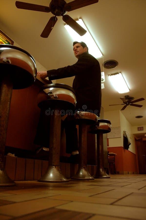 homme d'affaires dans un wagon-restaurant photographie stock libre de droits