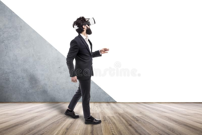 Homme d'affaires dans VR photo libre de droits
