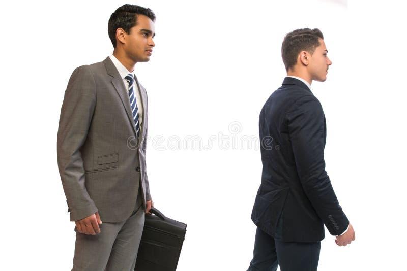 Homme d'affaires de deux jeunes dans les costumes image libre de droits