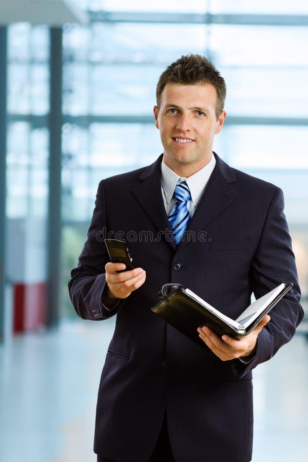 Homme d'affaires de sourire image stock